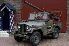 Willys M38A1 uzbrojony