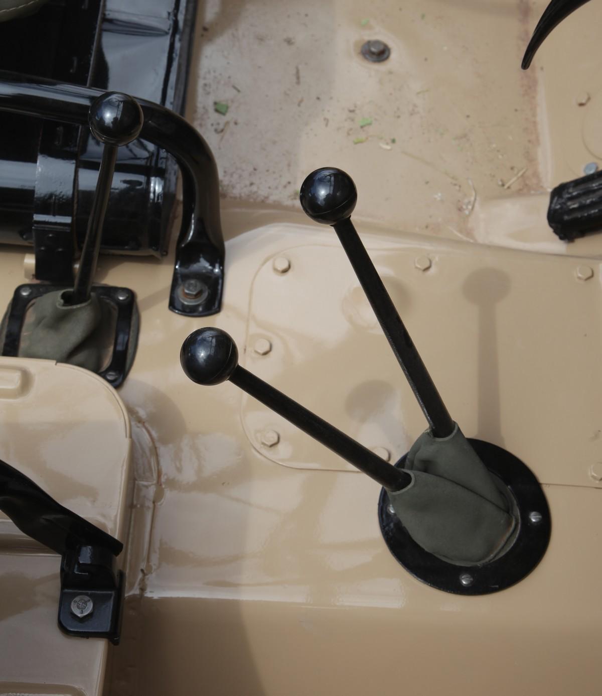 Jeep CJ-2A sterowanie napędem