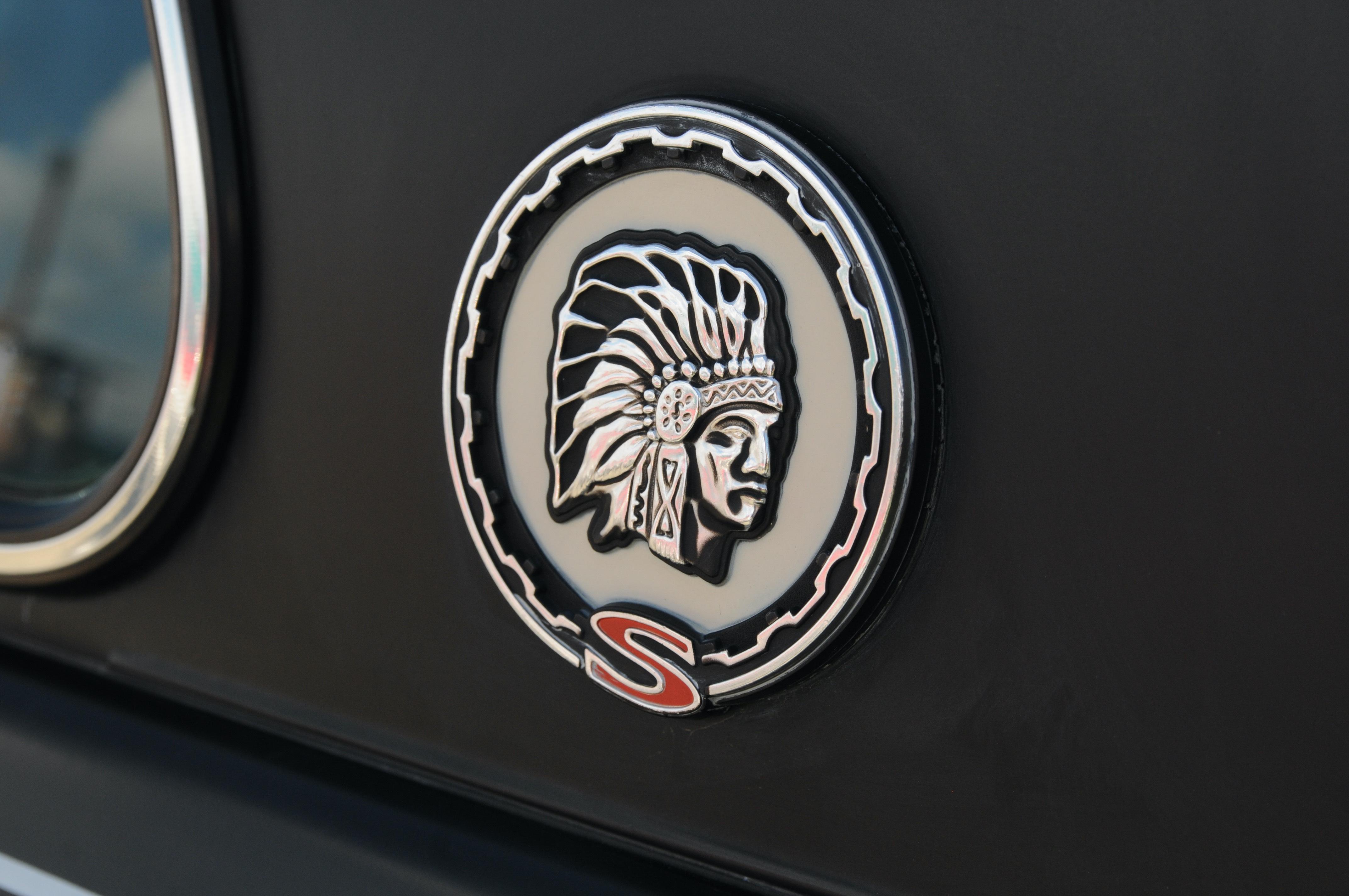 Jeep Cherokee SJ - głowa na tylnym słupku